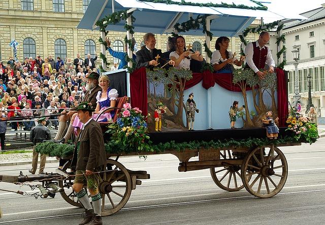 オクトーバーフェスト初日 パレード